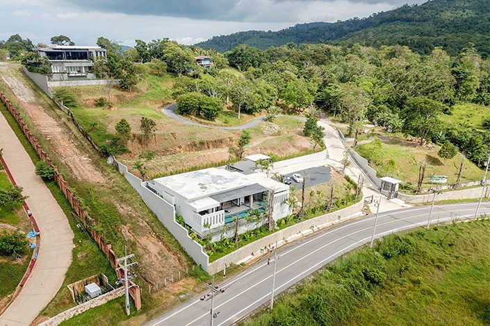 Phuket Luxury Living Lake Hillside Villa with 4 bedrooms in Thalang