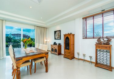 Modern Penthouse with 3 Bedrooms near Laguna Golf